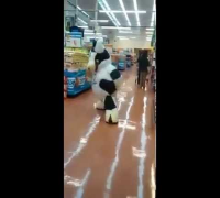 A mascot dancing at supermarket  Song Nene Malo   Bailan Rochas y Chetas