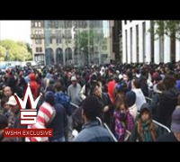 Guy Shows How Long The iPhone 6 Line Is On 5th Ave, New York City!