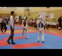 Hayat (Rot) schlägt seinen Gegner K.O Nieder ( Teakwondo )