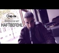 Interview: HAFTBEFEHL über seine Tour, Major Labels und den Azzlacksampler (rap.de-TV)