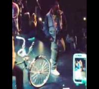 Kurupt (Tha Dogg Pound) doing the C-Walk at The Game Concert 2013 - Crip Walk