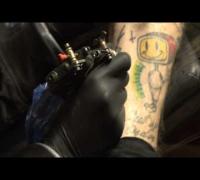 Missglückte Welt - Wir tattoowieren uns selbst!