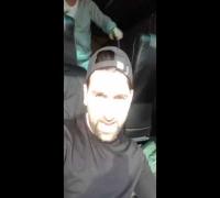 Sinan-G ärgert den Busfahrer
